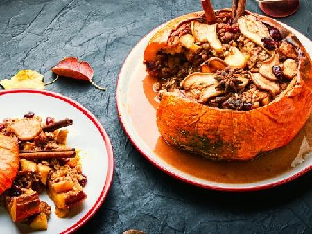 Пълнена тиква със сушени плодове, ядки и мед - снимка на рецептата
